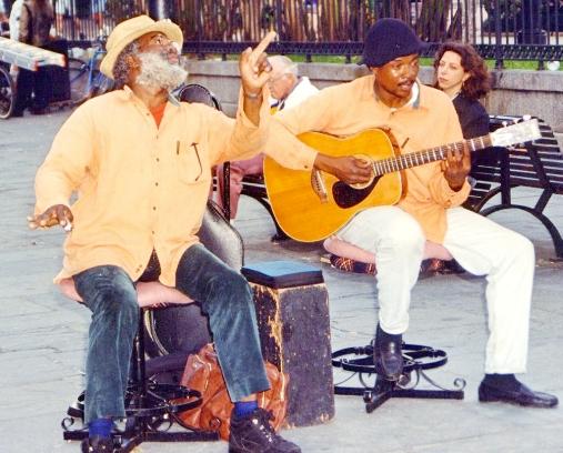 Những nhạc công đang chơi Blues trên đường phố New Orleans