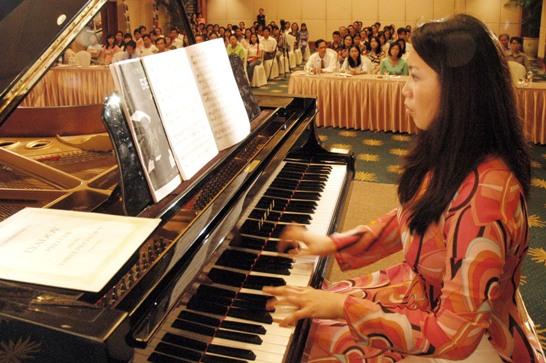 Nghệ sĩ piano Nguyễn Bích Trà biểu diễn tại TP.HCM. Ảnh: Trần Tiến Dũng