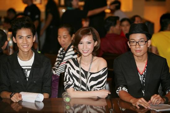3 VJ của MTV Việt Nam, từ trái sang: Đăng Khoa, Quỳnh Chi, Anh Vũ