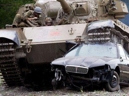 Độc đáo xả stress bằng... xe tăng ở New Zealand