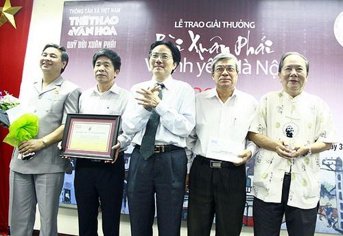 ĐI NGANG HÀ NỘI, ĐI DỌC HÀ NỘI được đề cử giải BÙI XUÂN PHÁI 2012 (báo Thể thao văn hóa, ngày 31.8.2012)