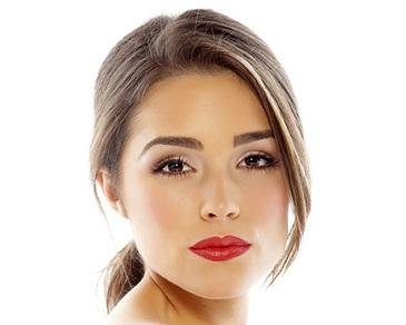 Hoa hậu hoàn vũ 2012: bí quyết làm đẹp là uống nước