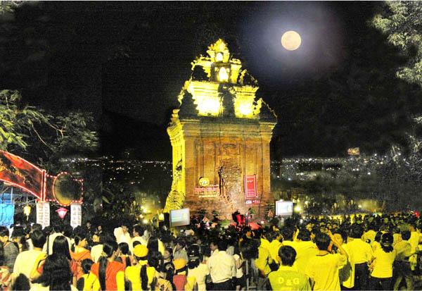 Đêm thơ Nguyên tiêu trên núi Nhạn - Phú Yên 2013