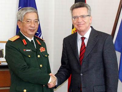 đoàn đại biểu quân sự cấp cao Việt Nam thăm Đức
