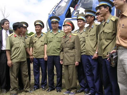 Chùm ảnh: Đại tướng Võ Nguyên Giáp thăm lại chiến trường Điện Biên Phủ ảnh 1