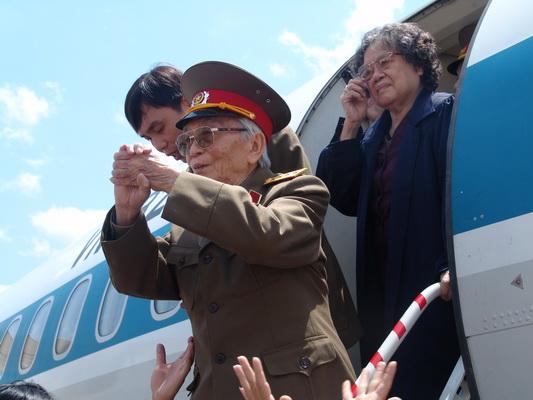 Chùm ảnh: Đại tướng Võ Nguyên Giáp thăm lại chiến trường Điện Biên Phủ ảnh 4