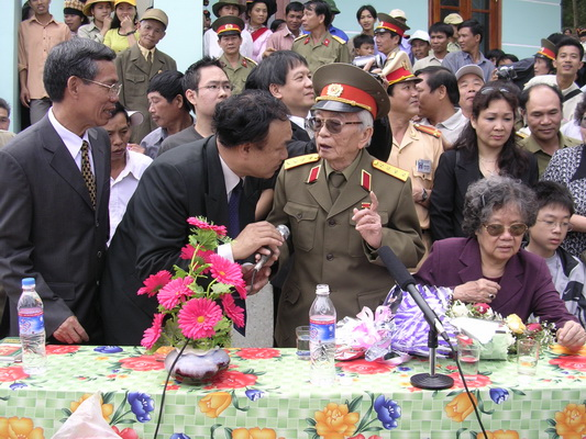 Chùm ảnh: Đại tướng Võ Nguyên Giáp thăm lại chiến trường Điện Biên Phủ ảnh 10