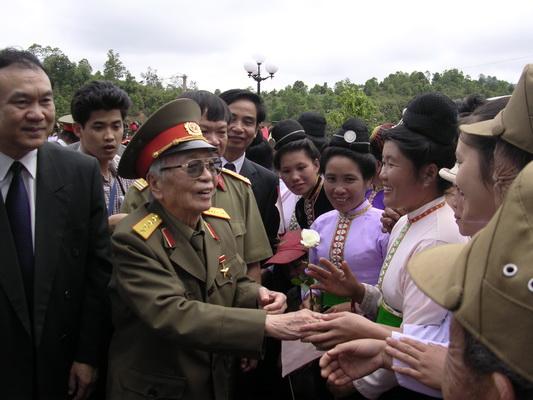 Chùm ảnh: Đại tướng Võ Nguyên Giáp thăm lại chiến trường Điện Biên Phủ ảnh 9