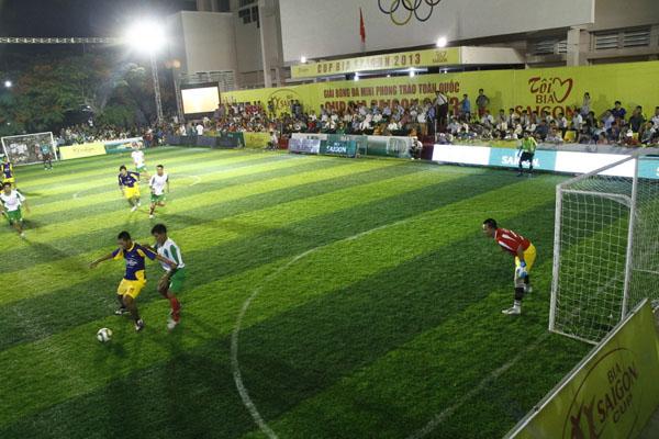 langmaster tổ chức đá bóng