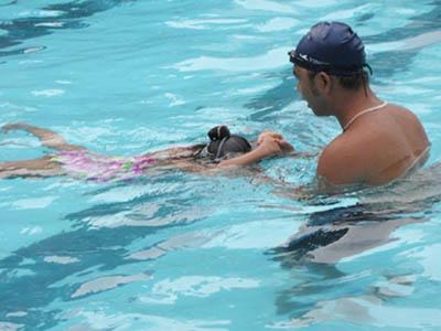 Hà Nội dạy bơi miễn phí giúp trẻ phòng chống đuối nước