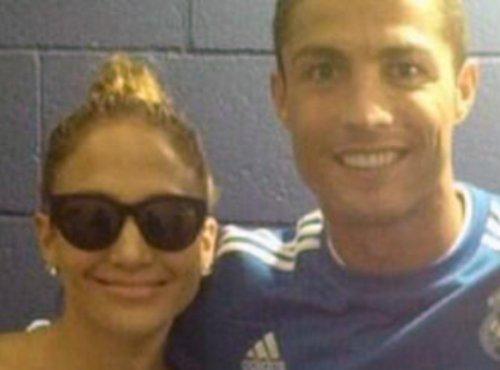 Ronaldo hớn hở bên Jennifer Lopez