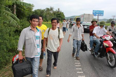 Xe khách hạng sang bốc cháy ngùn ngụt ở Nghệ An - Hình ảnh, video chay 6