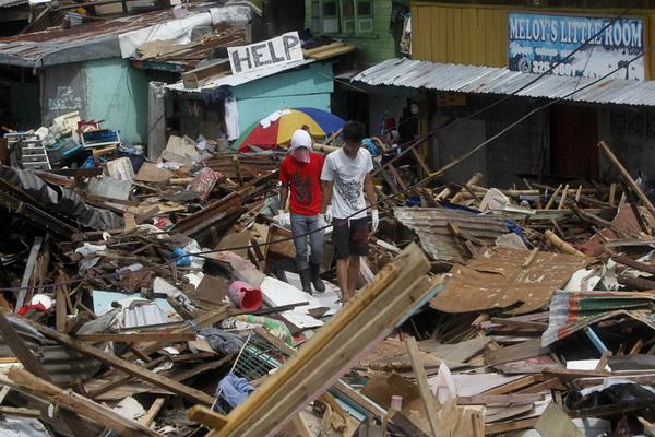 Nạn nhân bão Philippines tuyệt vọng trong cảnh khốn cùng