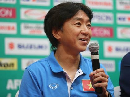 HLV Toshiya Miura: 'Tôi không bị áp lực khi để Công Vinh đá dự bị'