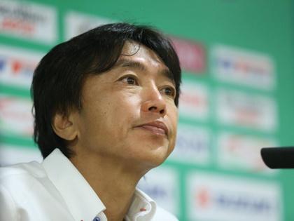 HLV Miura bảo vệ Công Vinh, không hài lòng với hiệp 1 trận gặp Lào