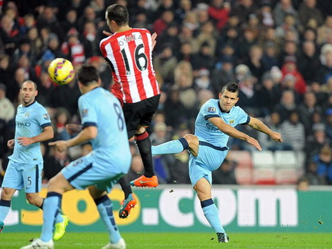 Aguero lập cú đúp vào lưới Sunderland