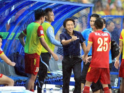 Niềm tin bóng đá Việt Nam: Đành chờ đến ngày mai...