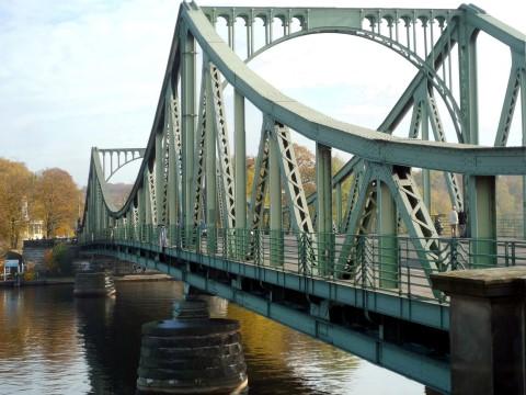 Chuyện một cây cầu biên giới