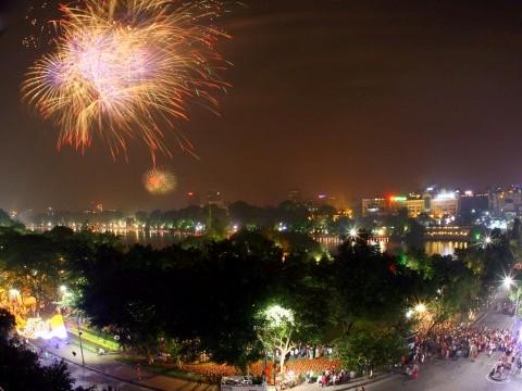 Hà Nội: Chưa có kế hoạch bắn pháo hoa thường xuyên tại khu vực gần cầu Nhật Tân