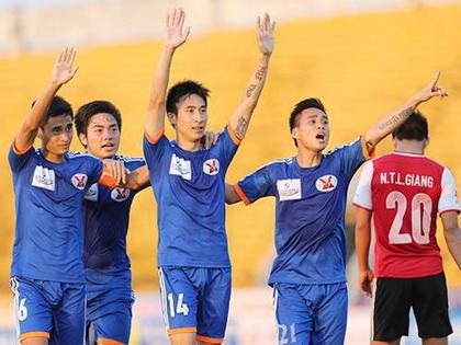 Bữa tiệc bóng đá tấn công chờ HLV Miura