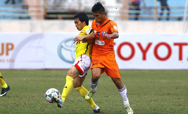 Bóng đá Việt Nam: Tiền đạo và tiền mặt