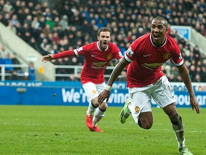 Newcastle 0-1 Man United: Thủ môn Newcastle mắc sai lầm, Ashley Young giải cứu 'Quỷ đỏ'