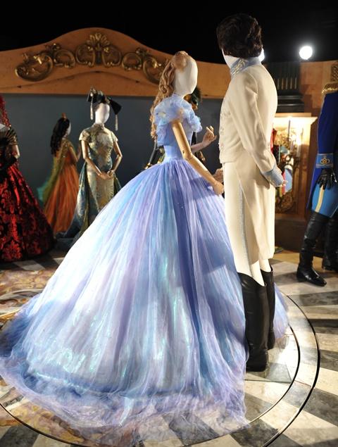 Ngắm chiếc váy xanh giúp Lọ Lem mê hoặc Hoàng tử