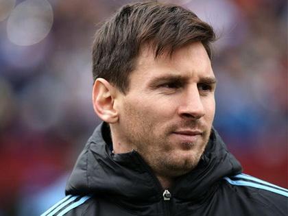 Messi nghỉ đá với El Salvador vì sưng bàn