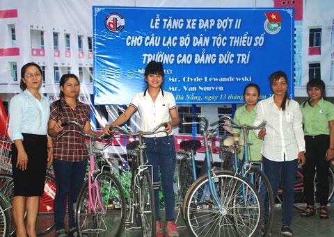 Tặng xe đạp cho  sinh viên nghèo dân tộc thiểu số đợt 2