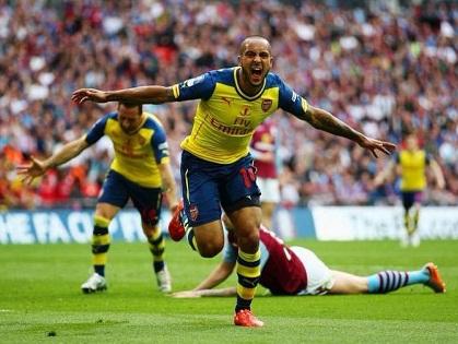 Arsenal 4-0 Aston Villa: Walcott, Sanchez, Mertesacker và Giroud ghi bàn. 'Pháo thủ' vô địch FA Cup