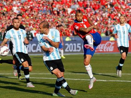 TRỰC TIẾP Chile 0-0 Argentina: Lavezzi vào thay Di Maria, đôi công quyết liệt (Hiệp 1)