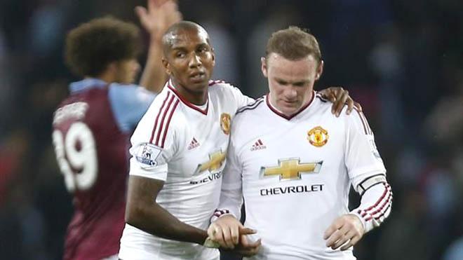 Vì sao Rooney 'vô hình' ở hàng công Man United?