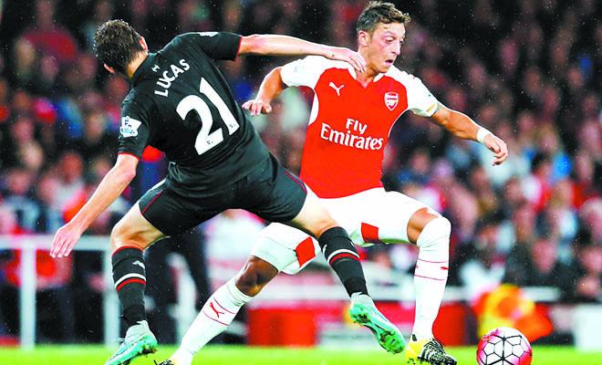 Tuyến giữa Arsenal: Đừng nghi ngờ thái độ và ý thức của Oezil!