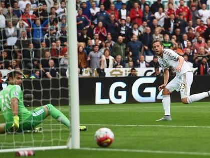 TRỰC TIẾP Swansea 0-0 Man United: Man United 2 lần suýt thủng lưới (Hết hiệp 1)