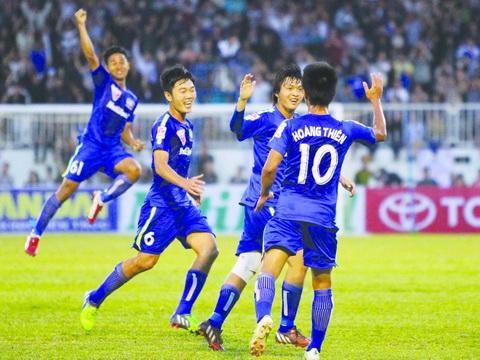 TRỰC TIẾP, HAGL 0-0 Hà Nội T&T: Công Phượng sát cánh với Văn Toàn và Tuấn Anh (Hiệp 1)