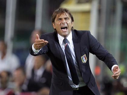 Conte: 'Pirlo vẫn đáng được tôn trọng dù phải ngồi dự bị'