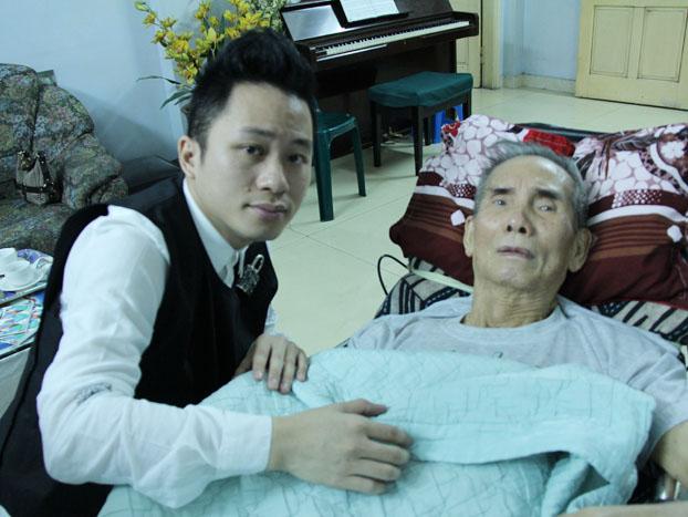 Nhạc sĩ Thế Song khóc khi nghe Tùng Dương hát 'Nơi đảo xa'