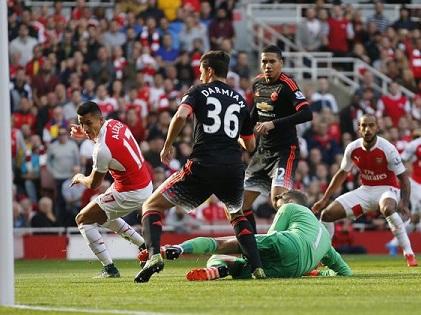 ĐIỂM NHẤN Arsenal 3-0 Man United: Schweinsteiger không thể đá cặp với Carrick. Arsenal đã thách thức Man City