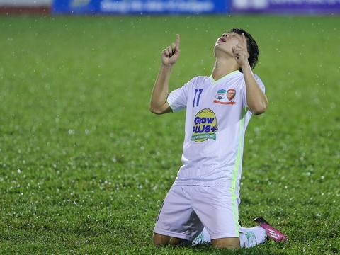Tiền vệ Minh Vương: Người sống trong bóng tối