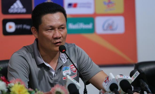 HLV HAGL 'khích bác' đồng nghiệp bên phía U21 Việt Nam