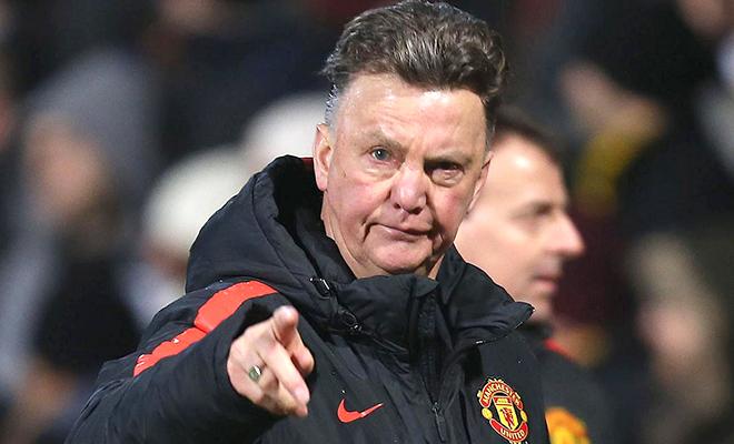 Man United: Chịu đựng Van Gaal là lỗi của Man United