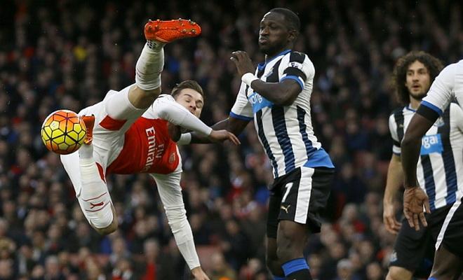 ĐIỂM NHẤN: Petr Cech quan trọng như Oezil. Ramsey cần đơn giản hóa lối chơi