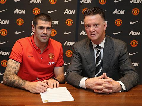 Victor Valdes thông báo chia tay Man United