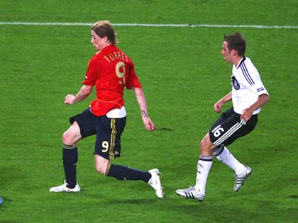 Philipp Lahm còn nhớ Torres?