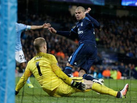 Real Madrid: Pepe đá như 'lên đồng' ở Etihad