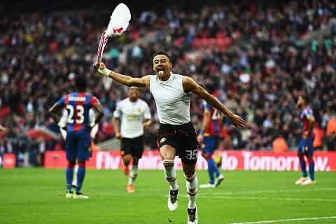 Crystal Palace 1-2 Man United: Lingard tỏa sáng, Van Gaal giành danh hiệu đầu tiên cùng Man United