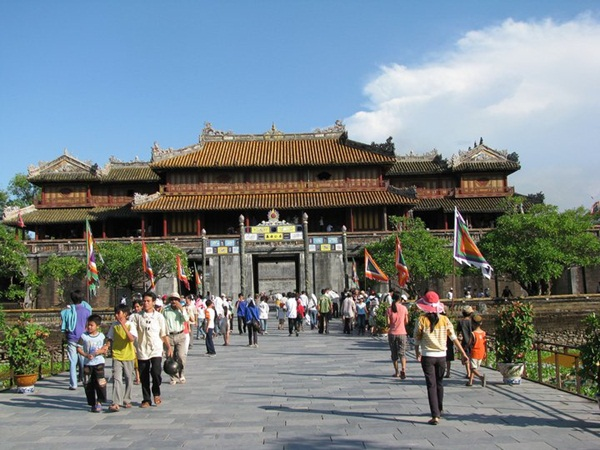 Tour Sài Gòn - Đà Nẵng - Hội An - Bà Nà - Huế - Phong Nha: Những nẻo đường miền Trung