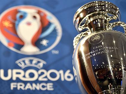 V-League với Euro: Niềm vui xen lẫn âu lo