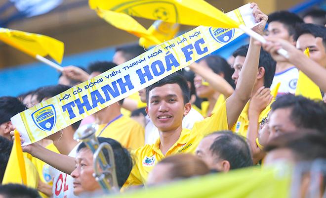 CĐV Thanh Hóa luôn có mặt tại sân Hàng Đẫy mỗi khi đội bóng quê nhà ra Hà Nội thi đấu. Ảnh: Bạch Dương