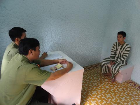 Bắt giam kẻ lưu hành tiền giả tại Trà Vinh